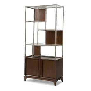 Incroyable Caitlin Display Cabinet