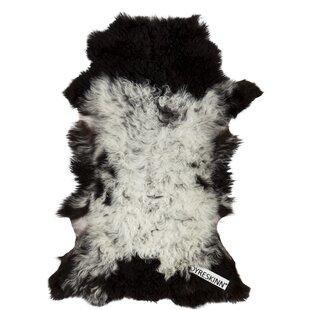 Tibetan Handwoven White/Black Rug by Dyreskinn