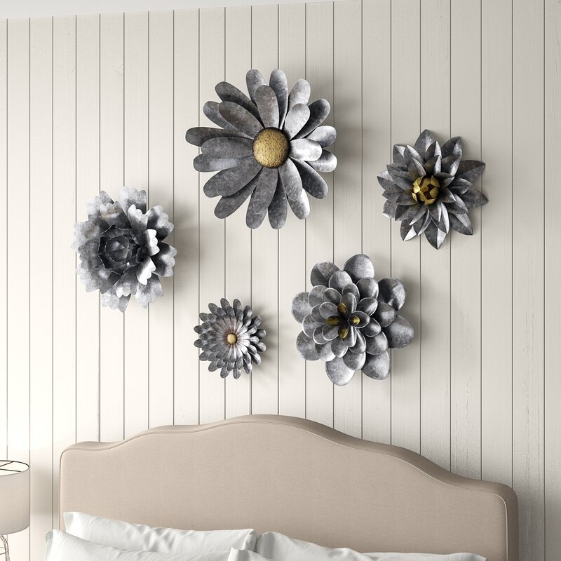 Gracie Oaks 5 Piece Galvanized Metal Flower Hanging Wall