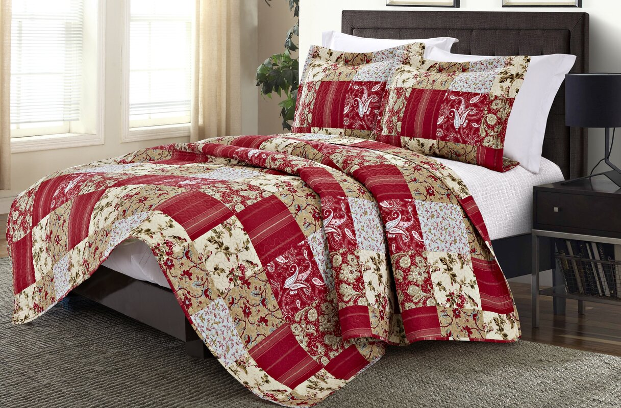 Charming Napoli 3 Piece Queen Quilt Set