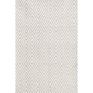 Diamond Hand-Woven Gray/White Indoor/Outdoor Area Rug