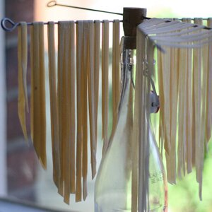 drying fresh pasta