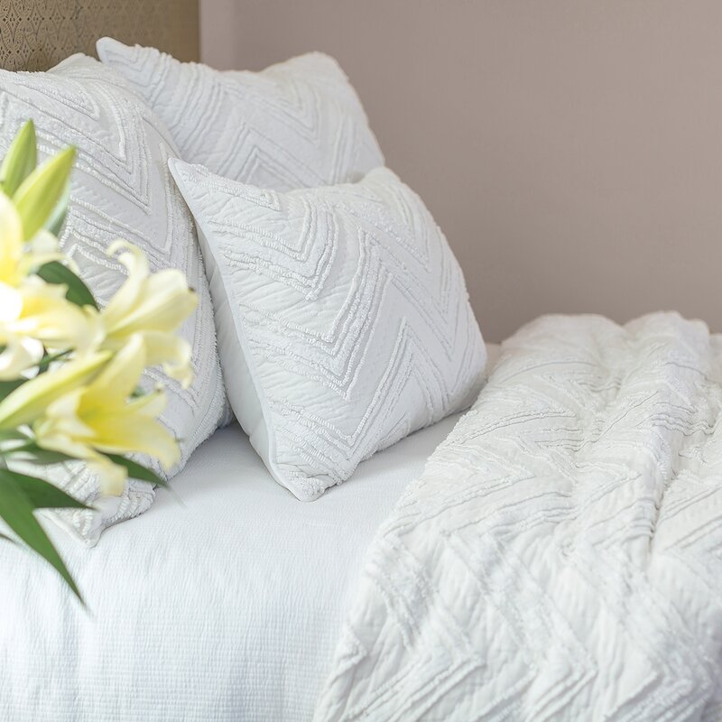 Elisabeth York Candlewick Dove Quilt & Reviews | Wayfair : candlewick quilt - Adamdwight.com