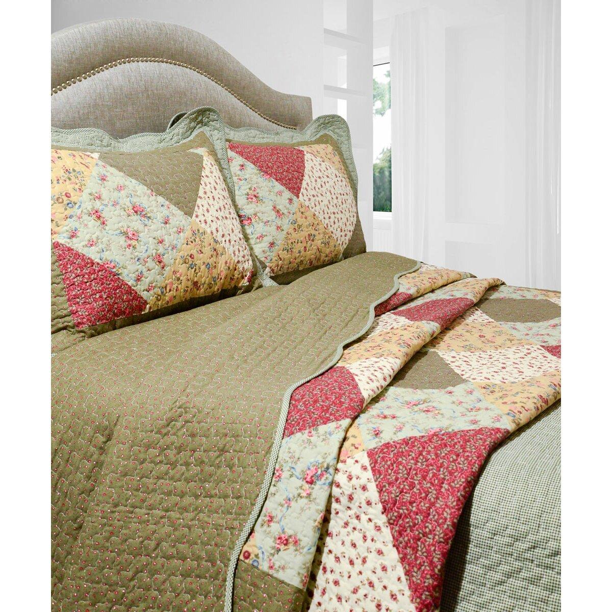 Bed sheet set with quilt - Vintage Oakridge 3 Piece Quilt Set