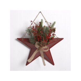 Metal Star With Berries Cones Wall Décor
