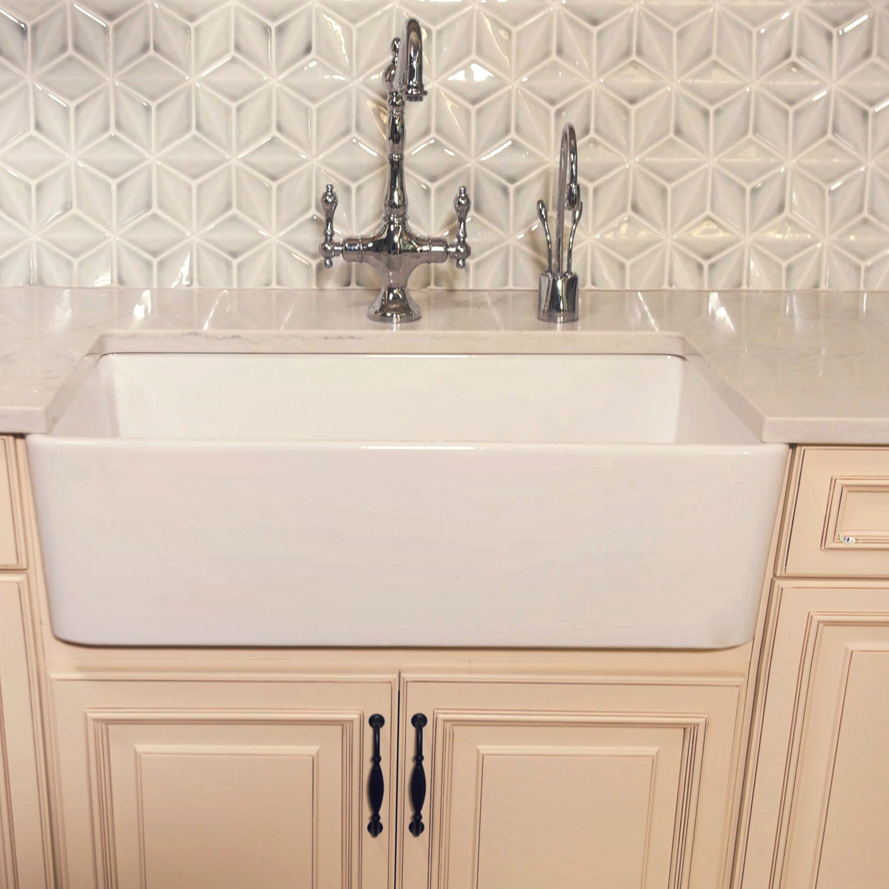 Fine Fixtures Reversible Fluted French Fireclay 33\