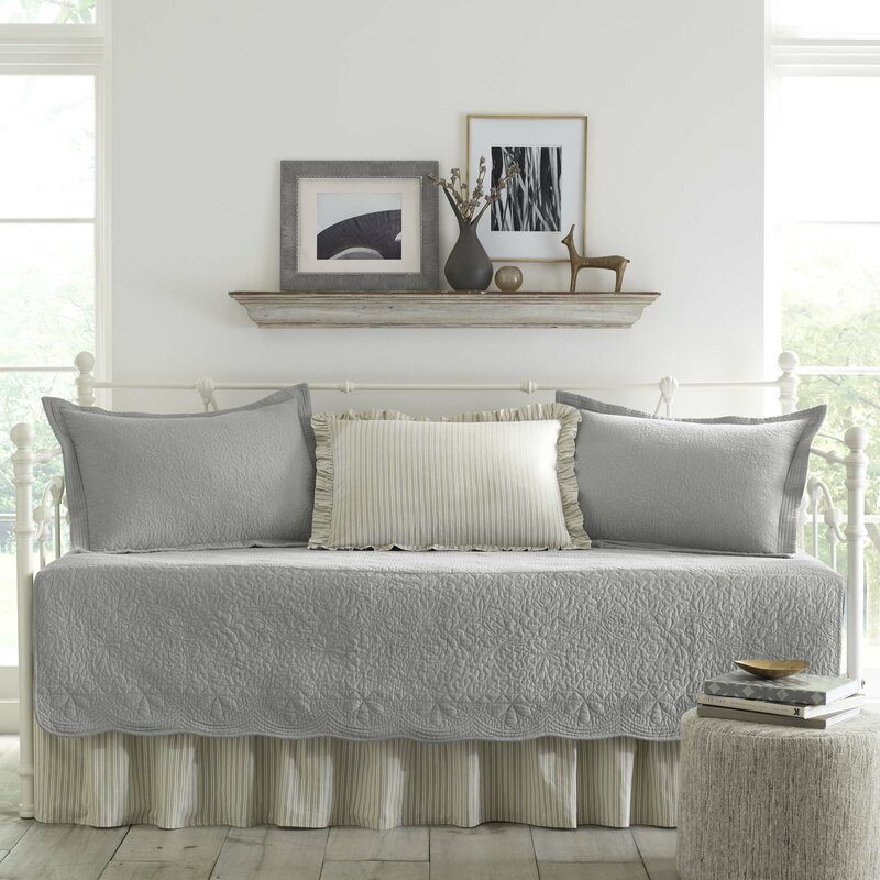 Annamae Gray 5 Piece Daybed Quilt Set