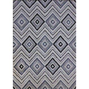 Mackenna Diamond And Square Handmade Gray White Area Rug
