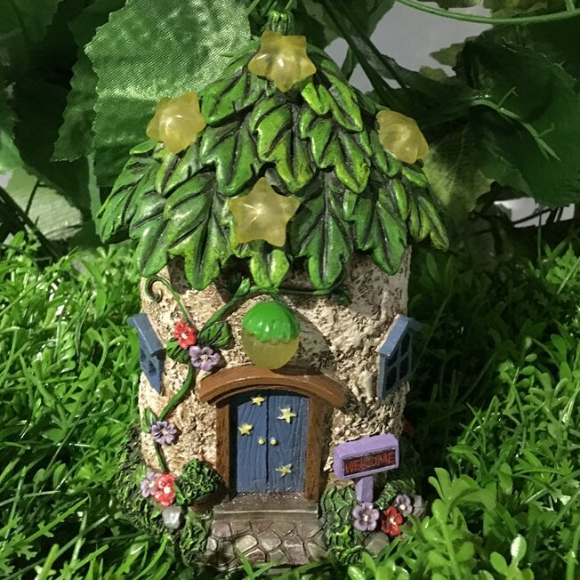 Merveilleux Fairy Garden House With Leaf Roof And Stars   Solar LED Lights Statue
