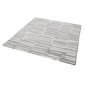Foxborough Hand-Tufted Gray/White Area Rug