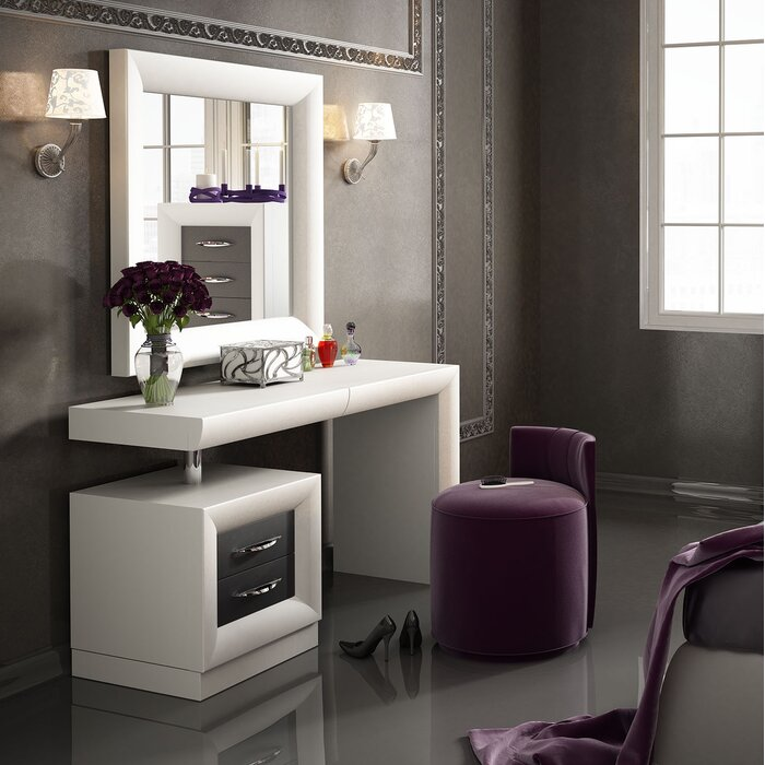 Makeup Vanity.Kirkwood Bedroom Makeup Vanity Set With Mirror