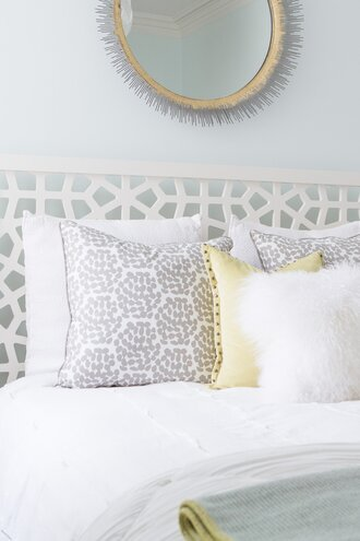 4 fixes for the blank space above your bed - What to use instead of a headboard ...