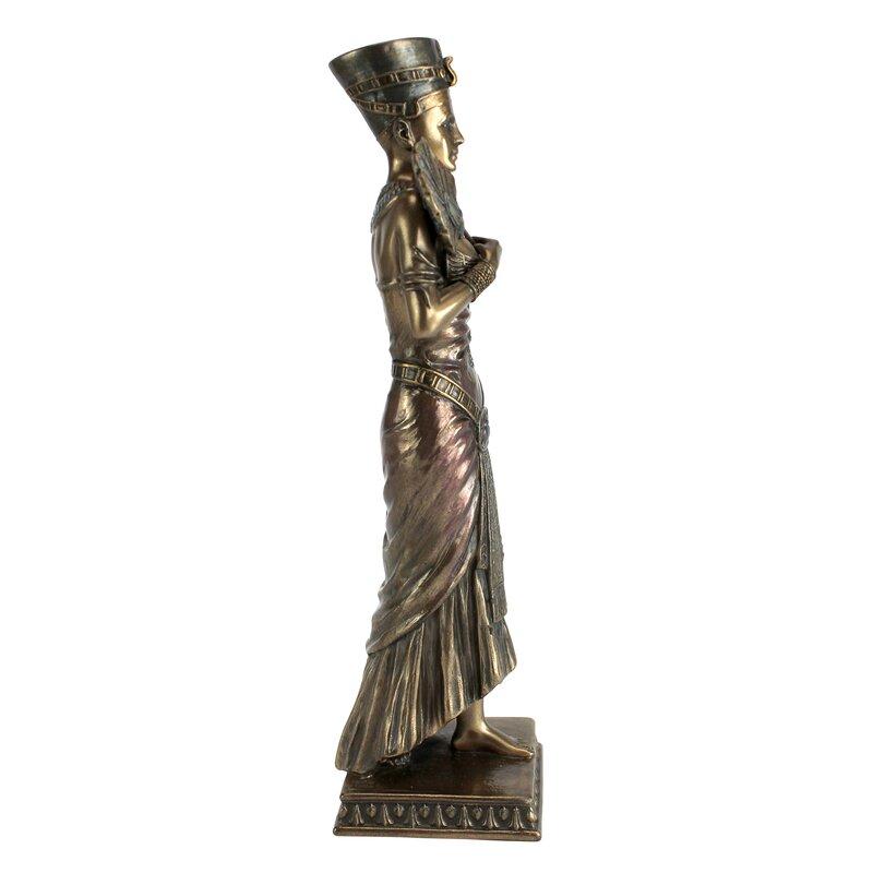 The Beautiful Egyptian Queen Nefertiti Statue