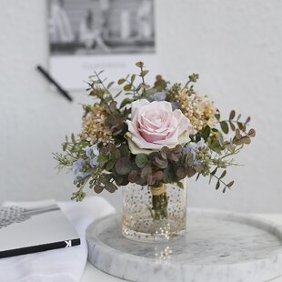 Attrayant Arrangement Floral Naturel Rose Et Pièce Maîtresse Vase