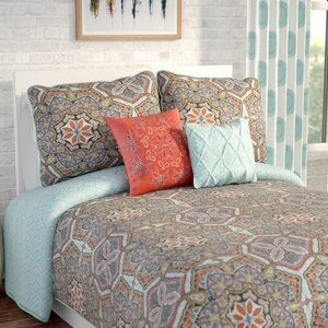 Caledonia Reversible Quilt Set