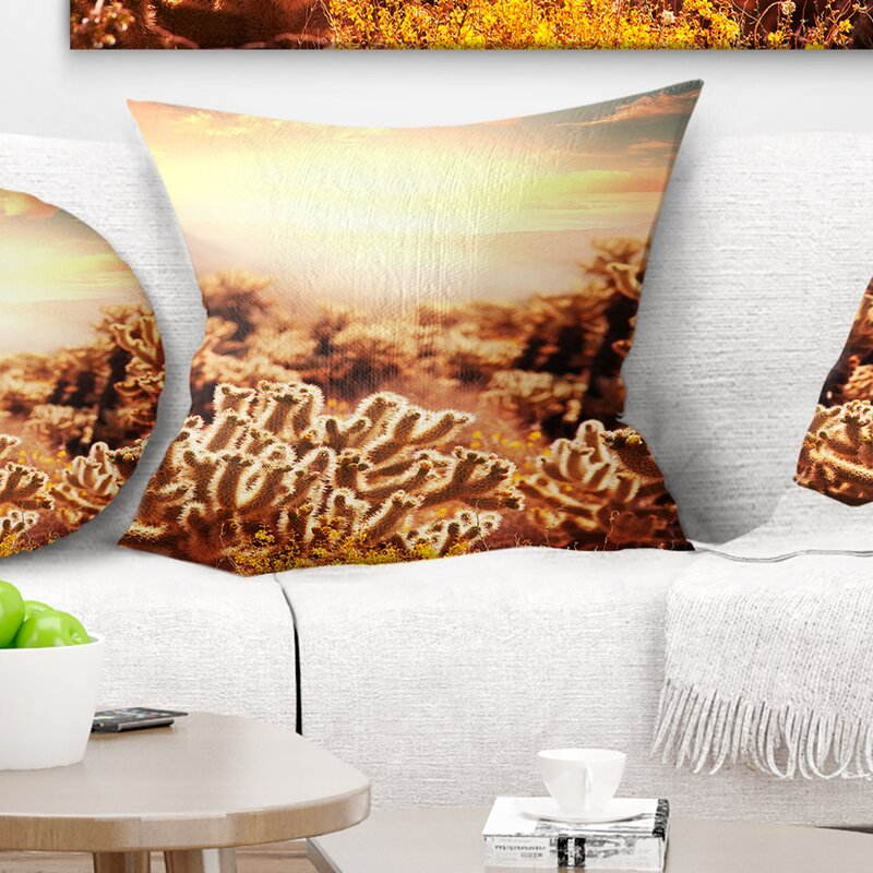 Merveilleux Floral Cactus Plants In Saguaro National Park Pillow