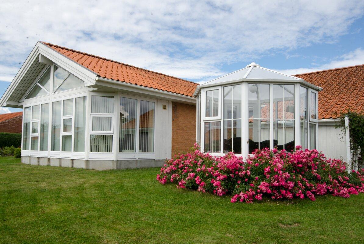 nordic pavillon gozo aus stahl und kunststoff. Black Bedroom Furniture Sets. Home Design Ideas