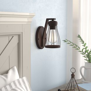 Attirant Greenside 1 Light Wall Sconce