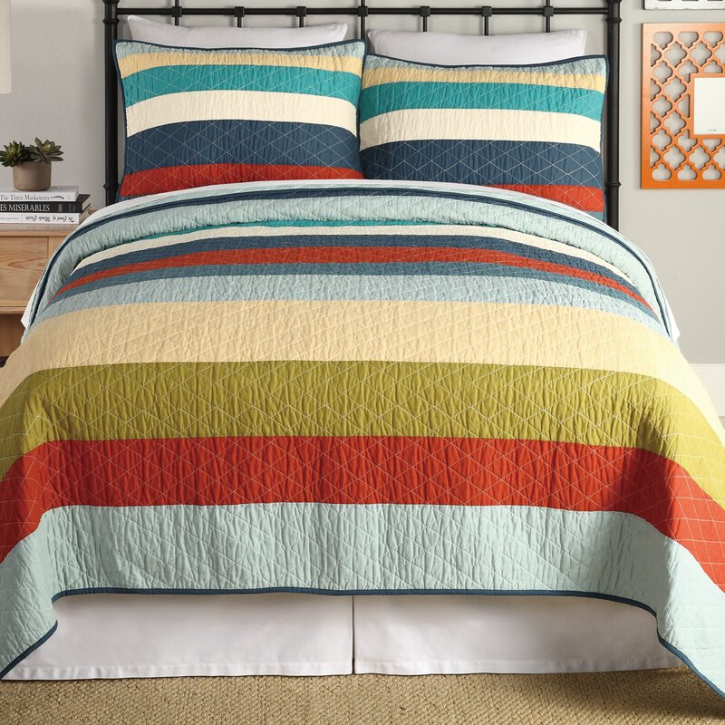 1977 Dry Goods 3 Piece Reversible Quilt Set  Size: Queen