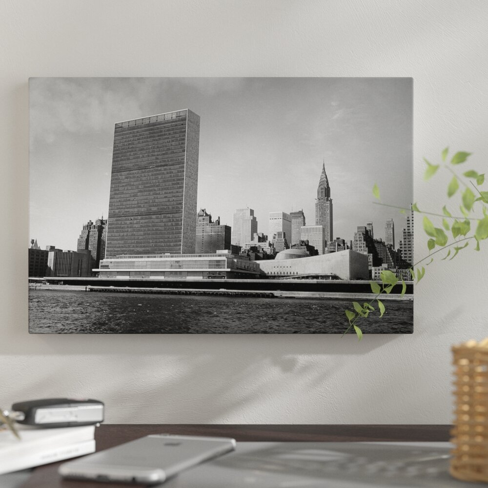 United Nations Dining Room: East Urban Home '1950s View Of United Nations Building And