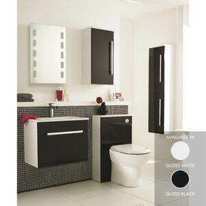 Badezimmer-Set Design mit Spiegel mit Hintergrun..