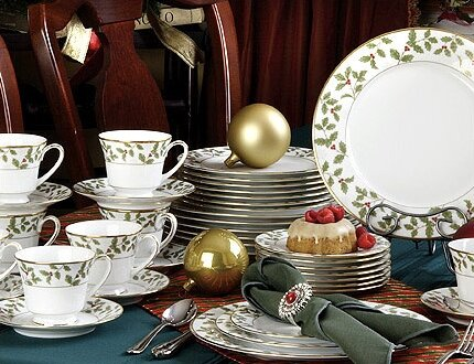 Holly and Berry Gold 40 Piece Dinnerware Set Service for 8 & Noritake Holly and Berry Gold 40 Piece Dinnerware Set Service for 8 ...