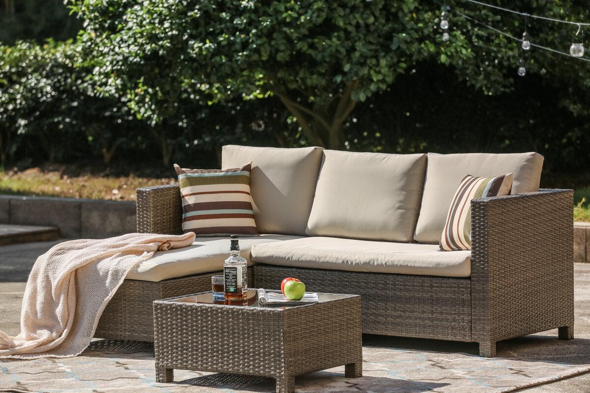 Bayou Breeze Kohn Patio Sofa with Cushions foto