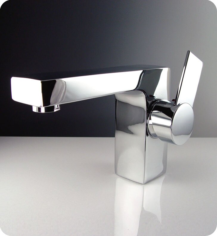 Isarus Single Hole Mount Bathroom Faucet In Chrome