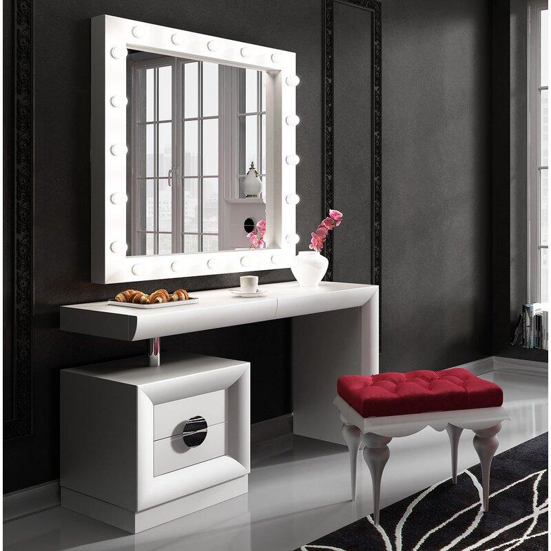 Vanity For Bedroom For Makeup: Everly Quinn Kirkwood Bedroom Makeup Vanity Set With