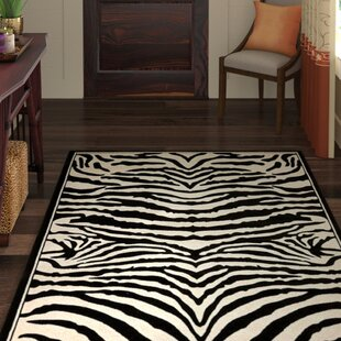 Lakewood Power Loomed Black/White Area Rug By World Menagerie
