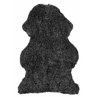 Curly Sheepskin Rug by Skinnwille