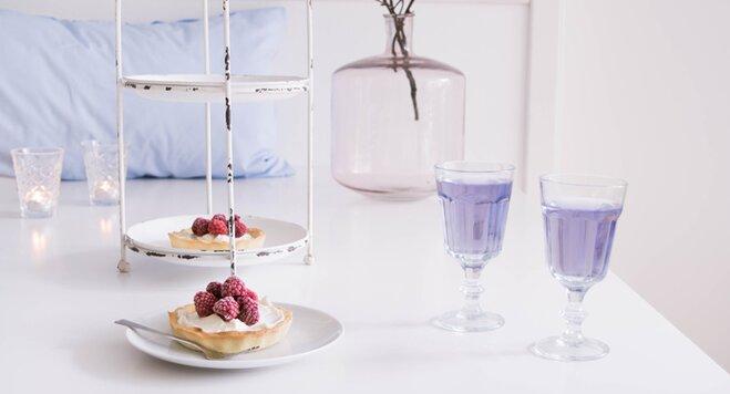Das leckere Rezept passt du den Küchenprodukten in Rose Quartz und Serenity