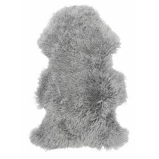 Frizzy Sheepskin Rug by Skinnwille