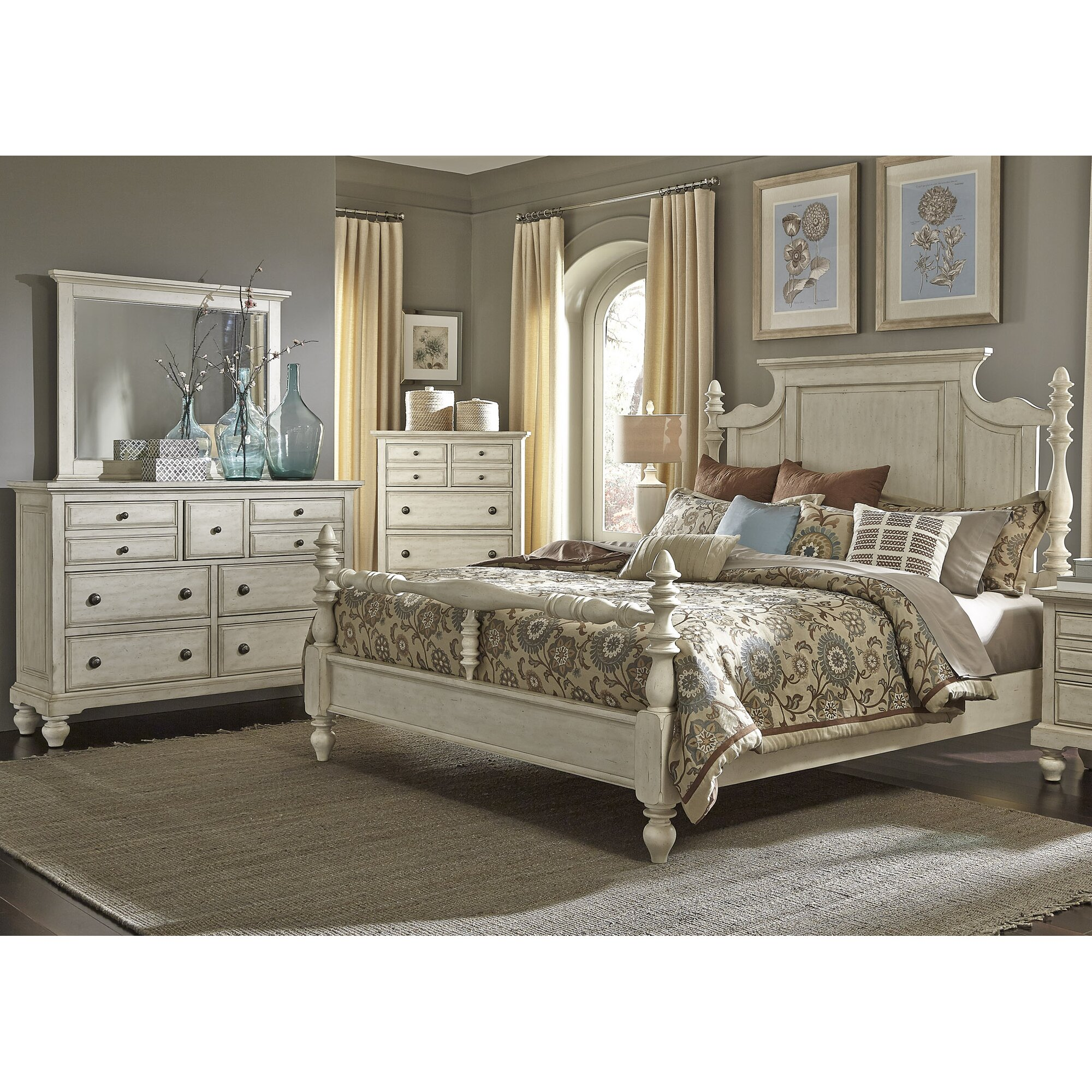 Pearson Four Poster Customizable Bedroom Set