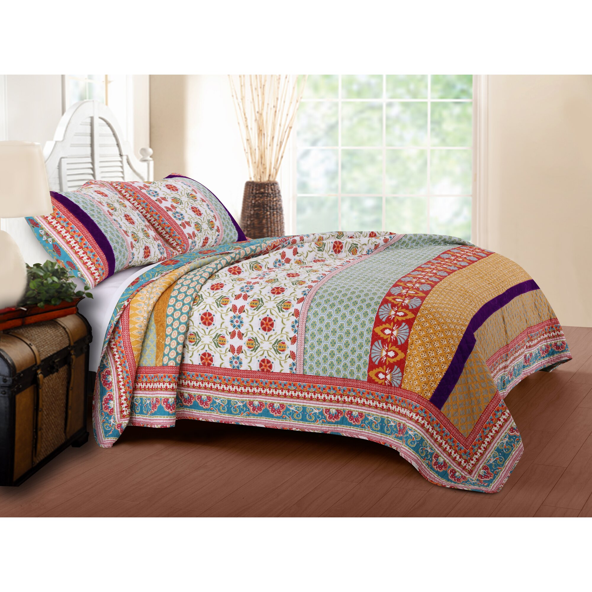 Bed sheet set with quilt - Thalia Reversible Quilt Set