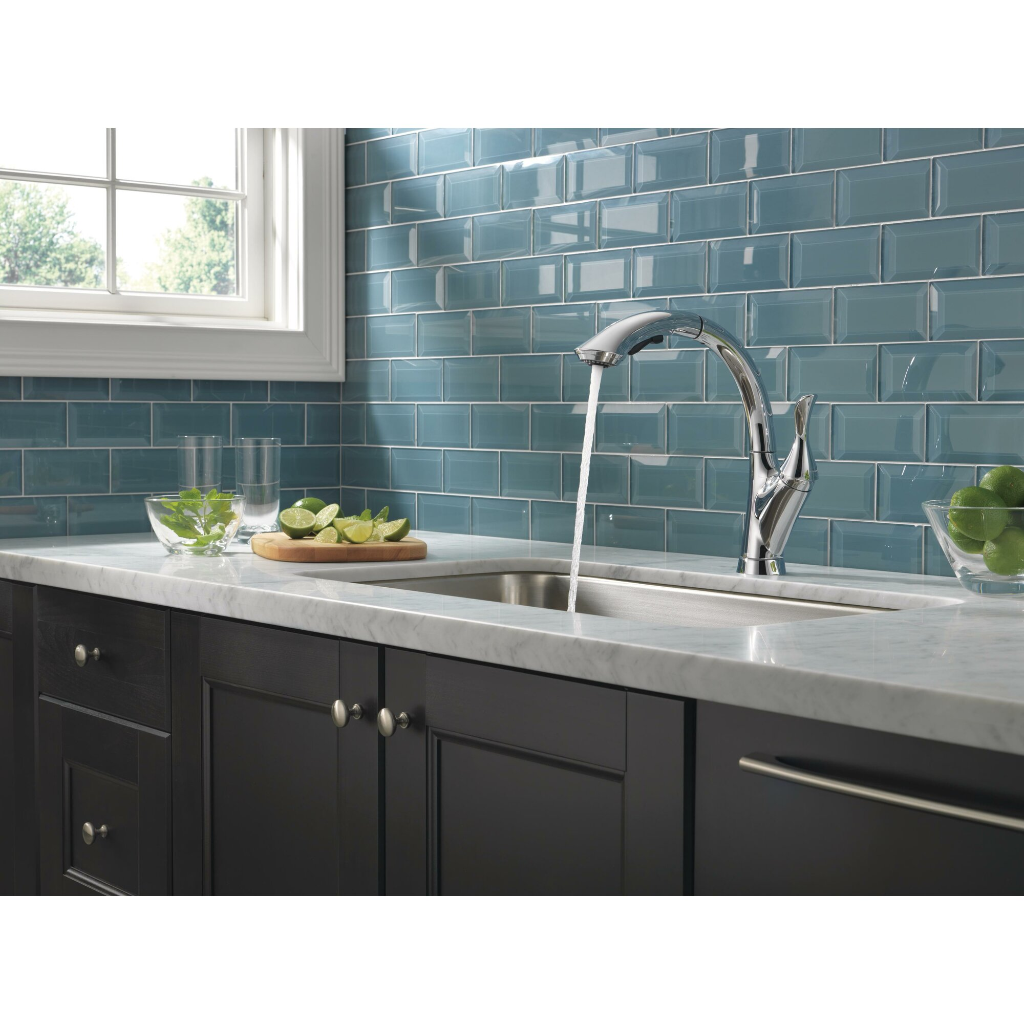 Delta linden single handle pullout kitchen faucet