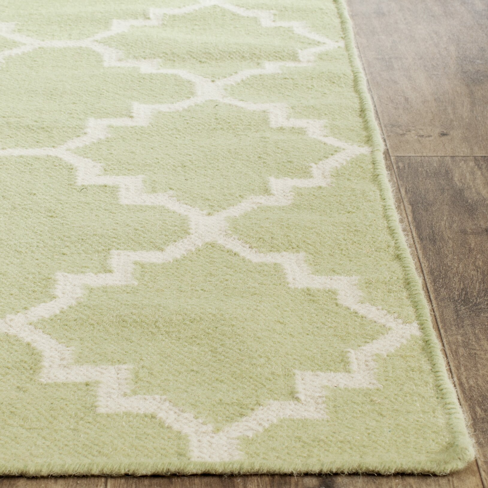 Safavieh Dhurrie Hand Woven Light Green Ivory Area Rug