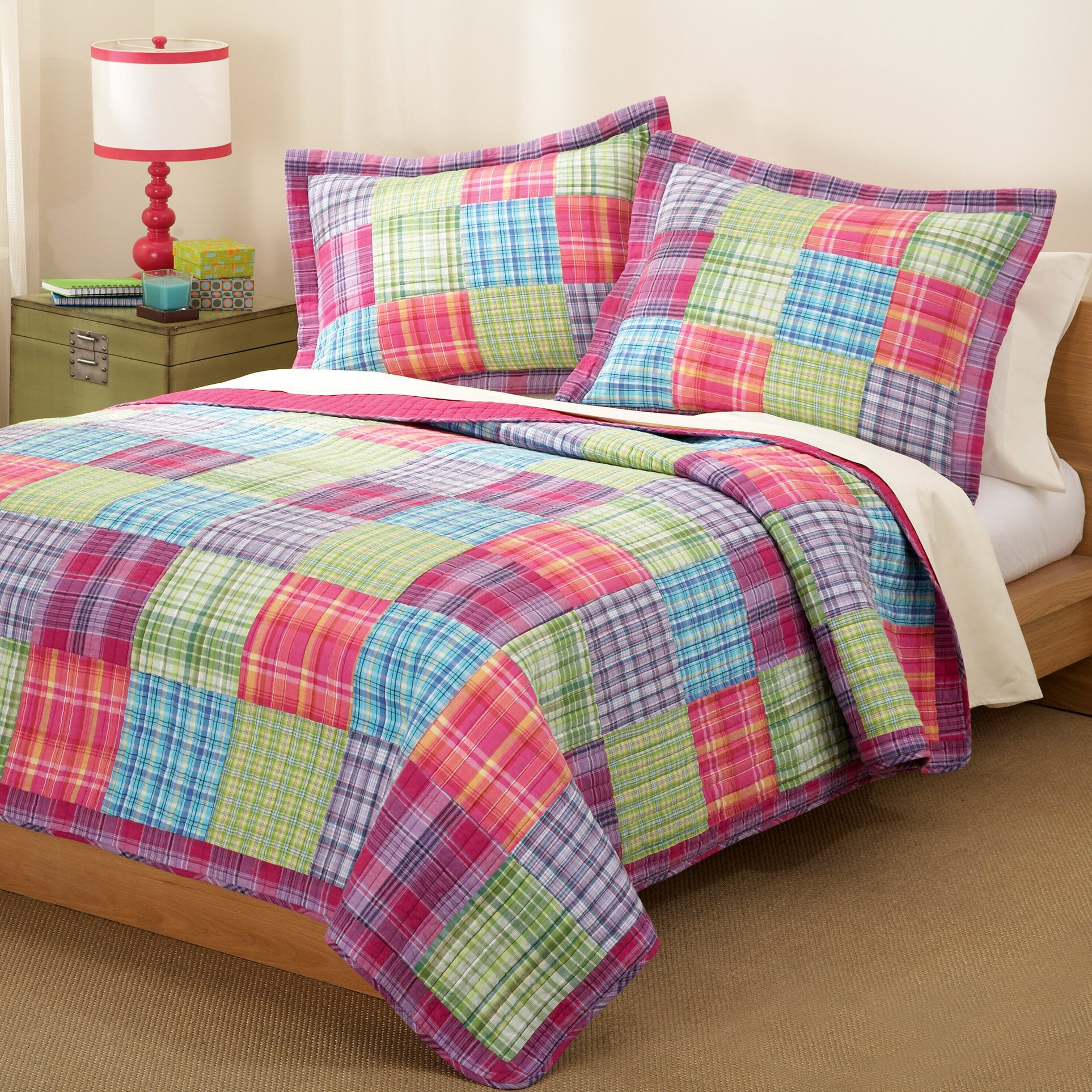 Bed sheet set with quilt - My World Kelsey Quilt Set