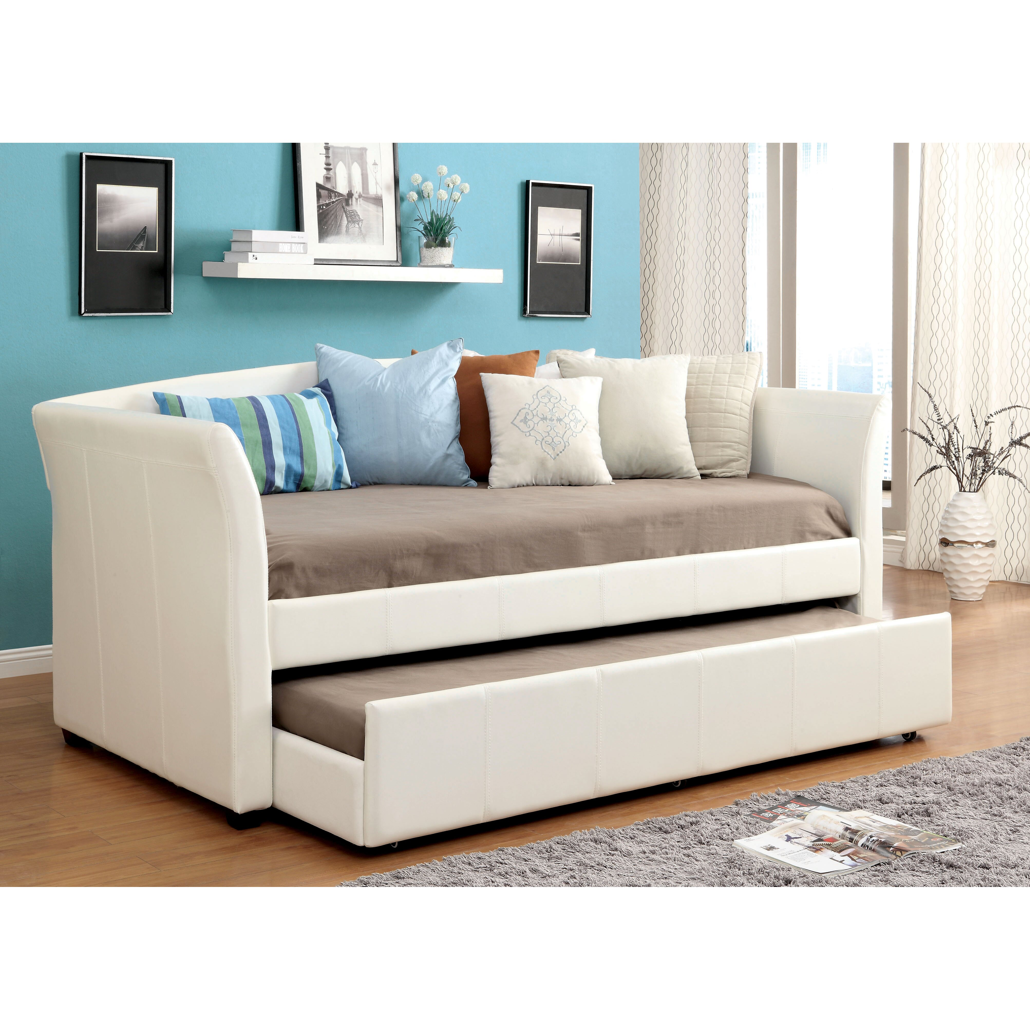 What are some benefits of daybeds with trundle?