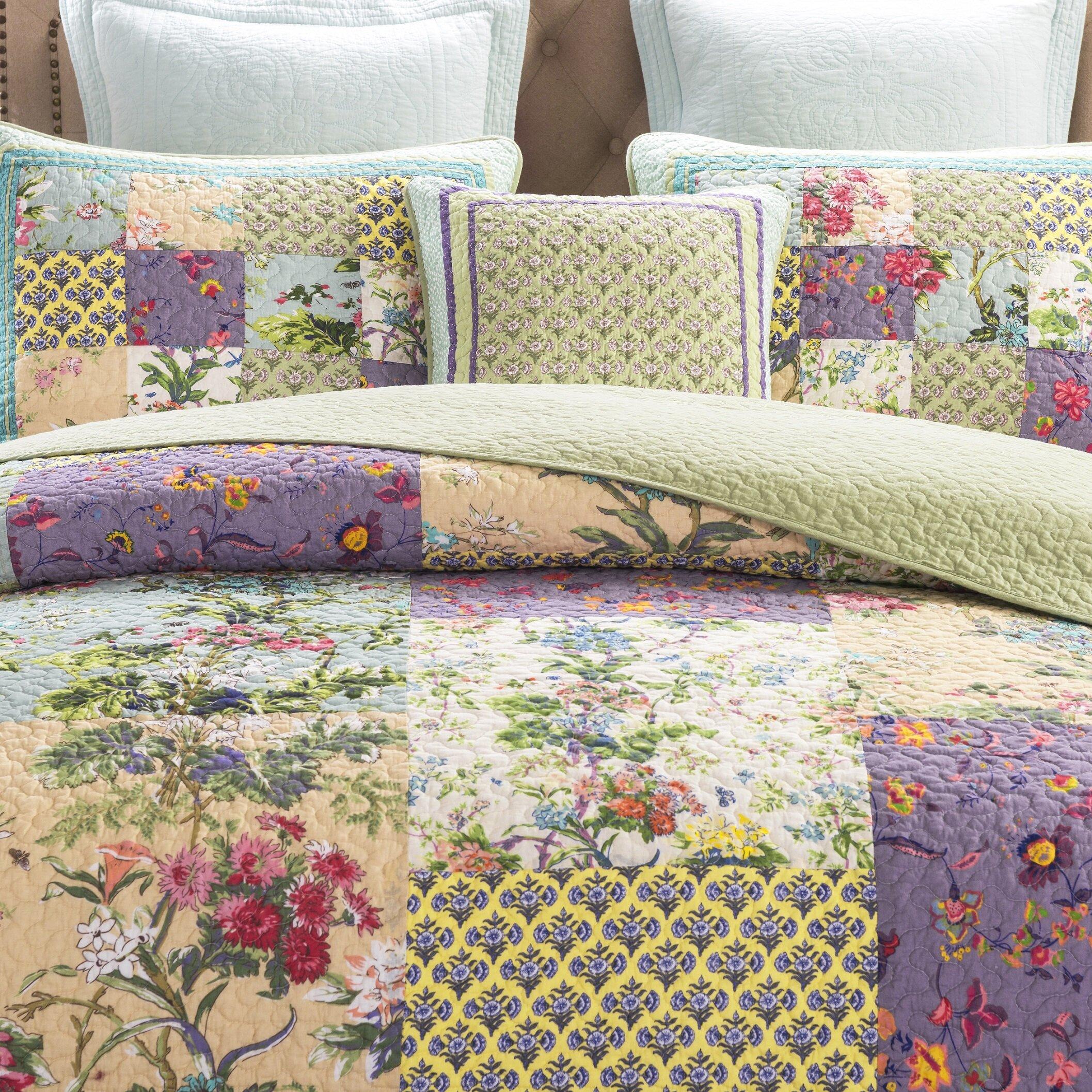 Dada Bedding Frosted Pastel Gardenia Reversible Quilt Set