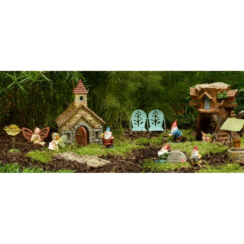 Wishing well lawn ornament - Magnifying Glass