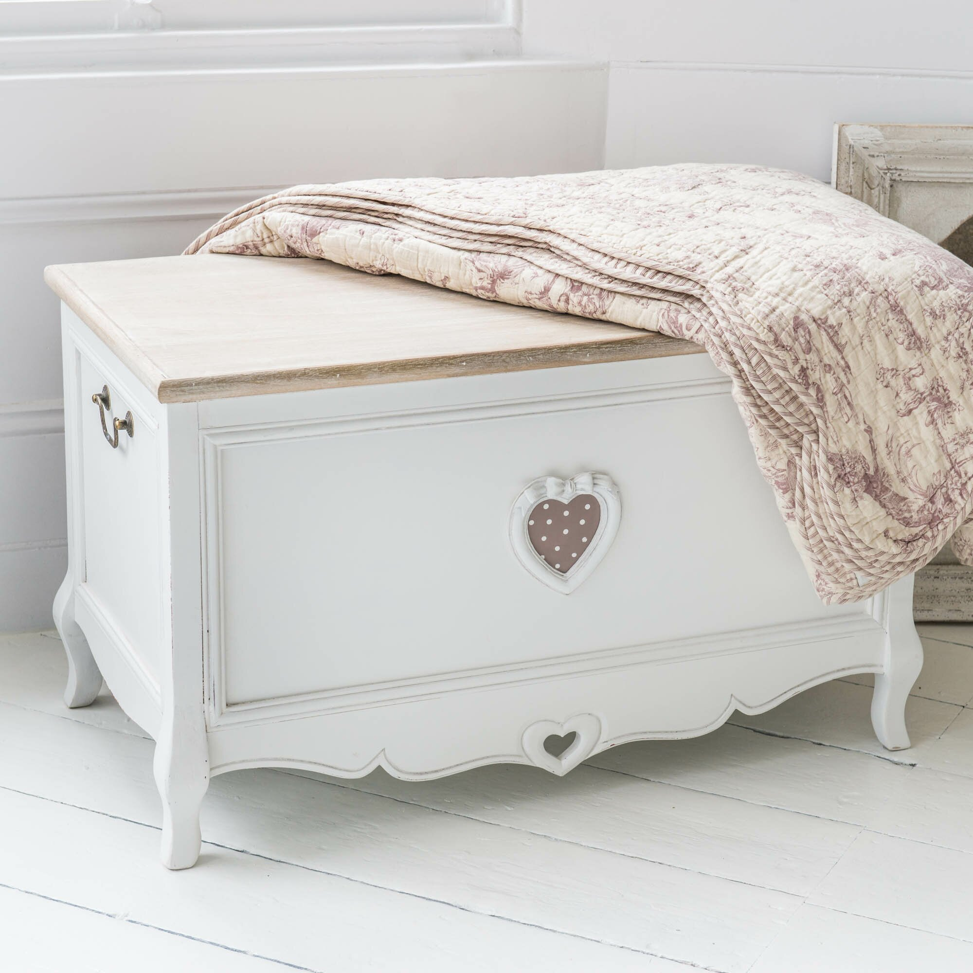 Maine Bedroom Furniture Maine Furniture Co Romance Shabby Elegance Painted Blanket Box