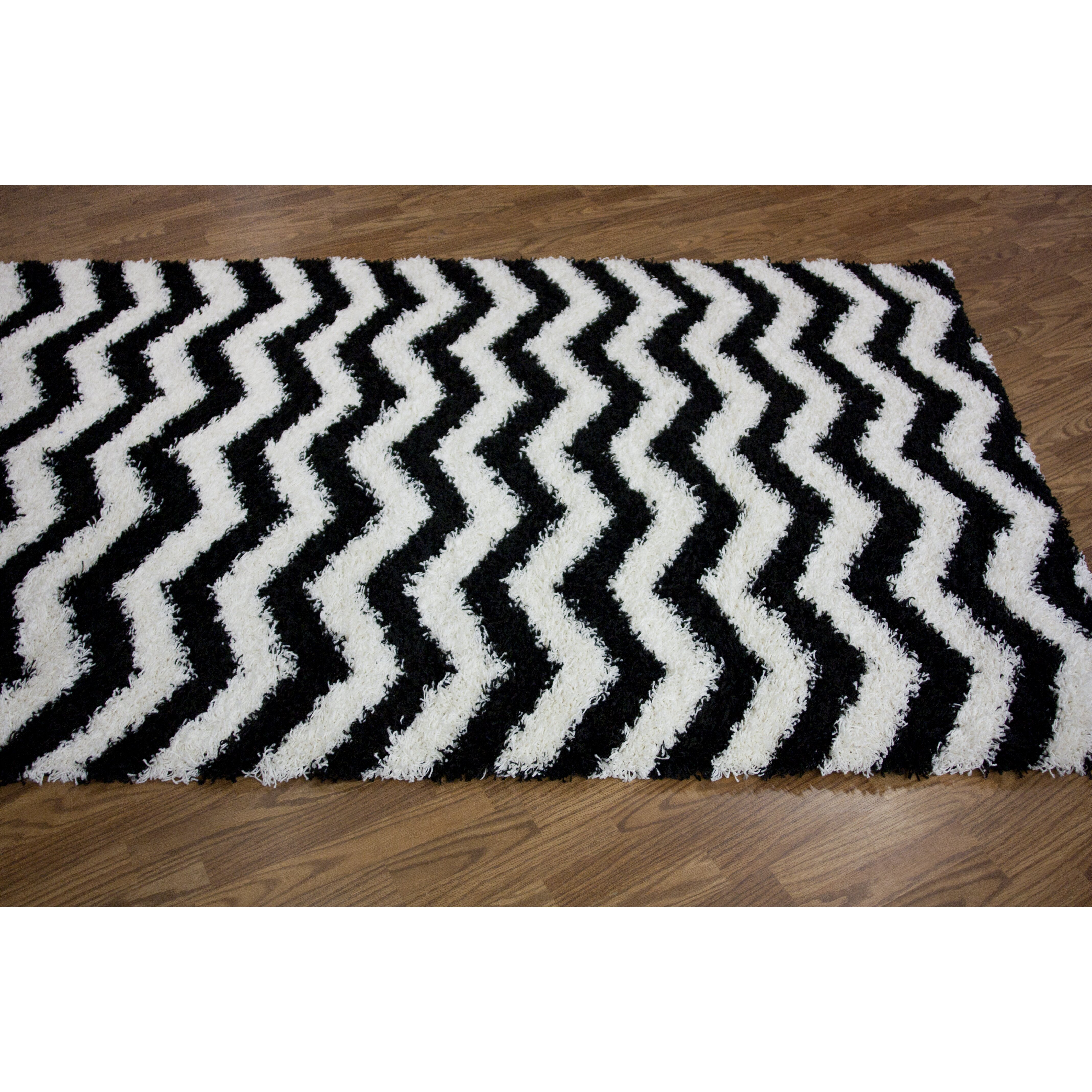 Nuloom Black And White Rug: NuLOOM Shaggy Chevron Black/White Outdoor Area Rug